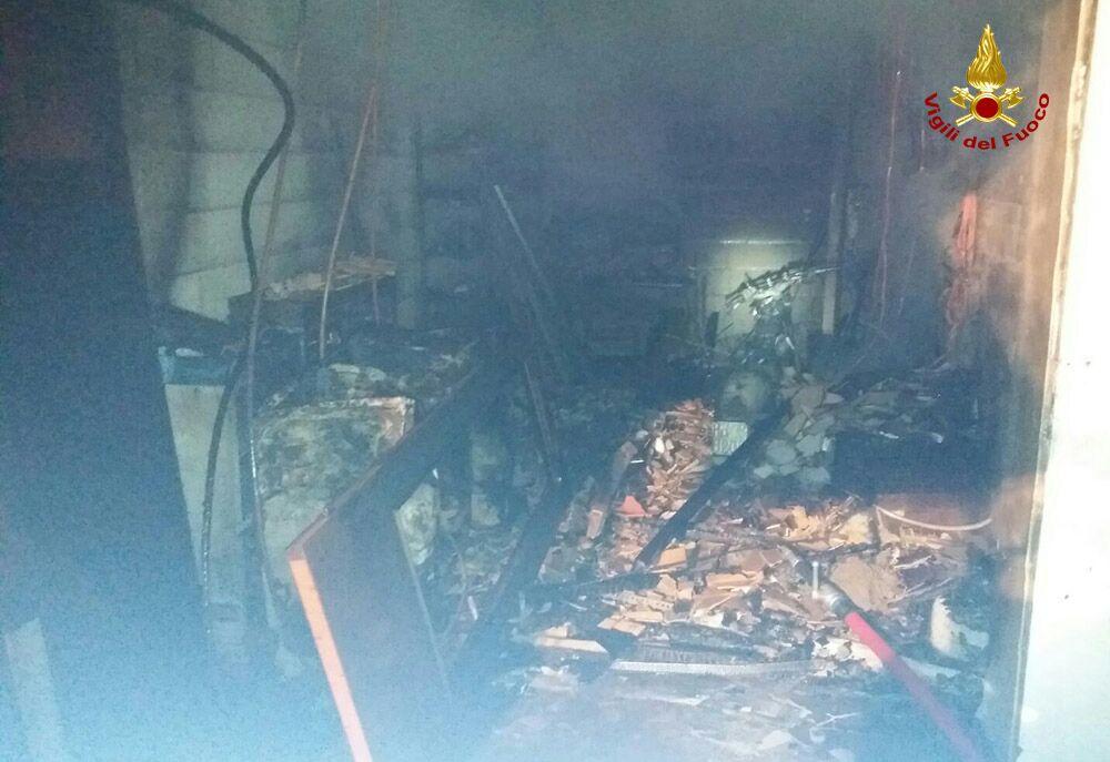 Incendio nella notte a ponte di piave oggi treviso for Piani di mudroom del garage