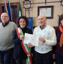 il Sindaco Carola Arena e l'assessore Tiziana Baù col presidente dell'Associazione di quartiere Est, Piergiorgio Ruffoni, e il tesoriere, Roberto Mantovan