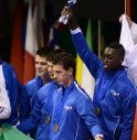 Abouba Kone alza il trofeo insieme ai compagni di squadra De Paoli, Ghiozzi e Prin Clari
