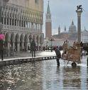 A Venezia acqua alta a 1 metro e 24