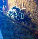 Si schianta con l'auto contro un albero: morto un 43enne