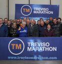 i volontari ieri sera nella sede di Maratona di Treviso