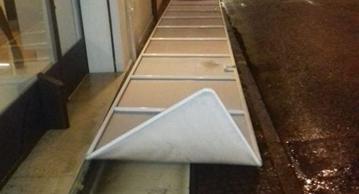 Alberi caduti, segnaletica divelta, e materiale trascinato dal vento: a Montebelluna attivata subito la task force