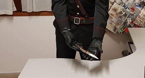 Fermato dai Carabinieri per un normale controllo, trovato con un coltello: denunciato 26enne di Pederobba