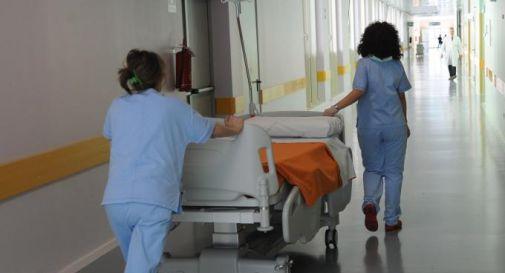 Sanità, esami e visite notturne: è scontro