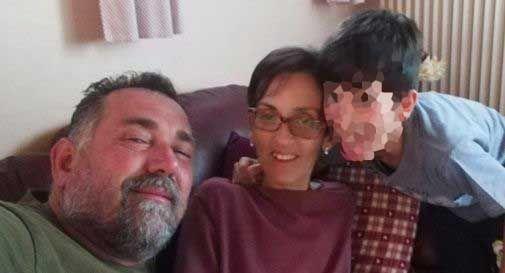 Una folla di mille persone per dire addio a Manuela, stroncata dal male a soli 43 anni