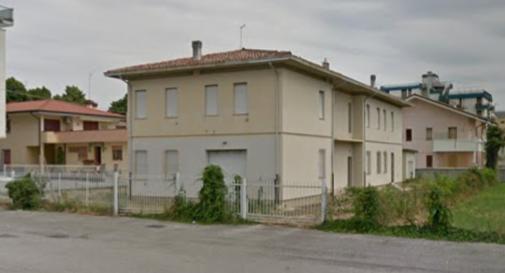 Puzza dall'ex caserma dei Carabinieri, residenti sul piede di guerra