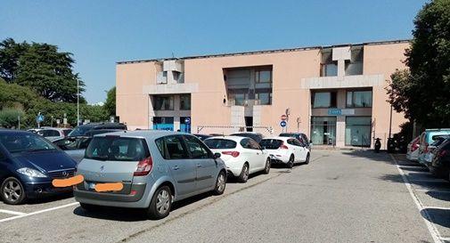 Parcheggio selvaggio all'ufficio postale di Castelfranco
