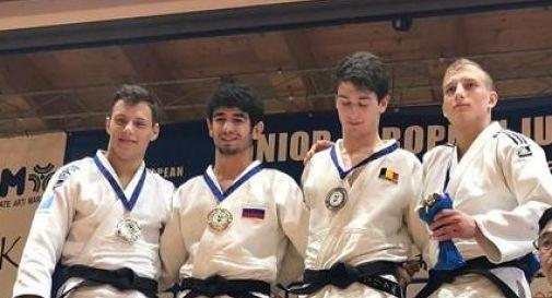 Mattia Prosdocimo (il primo da sinistra) al secondo posto sul podio dell'European Judo Cup