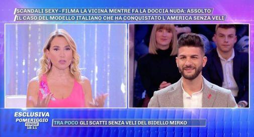 un momento della trasmissione di mercoledì: a destra Mirko Pecchio, a sinistra Barbara D'Urso