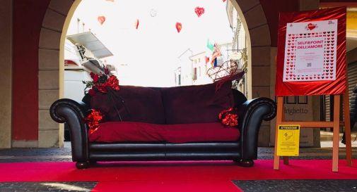 il divano in centro a Motta