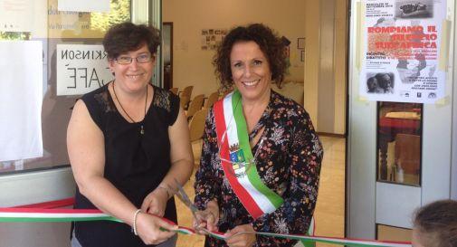 a sinistra l'assessore Tiziana Baù, a destra il sindaco Carola Arena