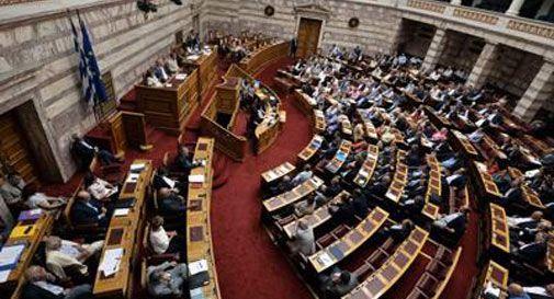 La Grecia dice sì all'accordo. Tsipras chiederà voto di fiducia dopo il 20 agosto
