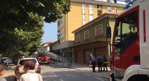 l'appartamento esploso con via Roma chiusa al traffico