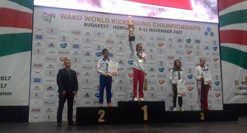Luna Mendy sul secondo gradino del podio a Budapest