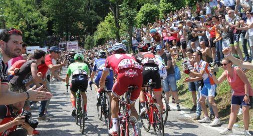 il passaggio del Giro lo scorso maggio sul muro di Ca' del Poggio
