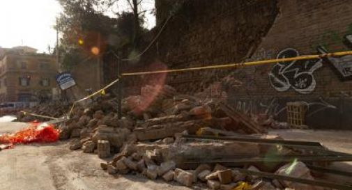 Roma, crolla muro a San Lorenzo