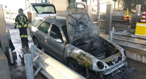 auto a fuoco al casello