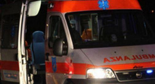 Schianto in auto, 24enne finisce in ospedale