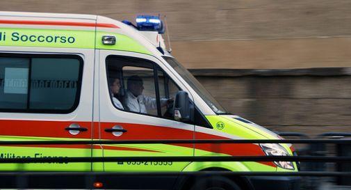Terribile scontro tra un taxi e un'auto: 9 persone in ospedale