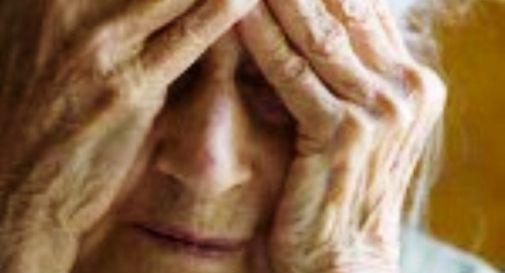 Badante italiana picchia e minaccia anziana con l'Alzehimer
