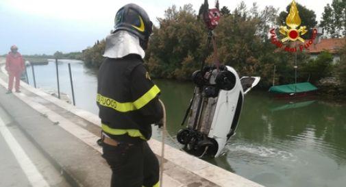 Tragico incidente, finisce nel canale con l'auto. Davide perde la vita a 23 anni