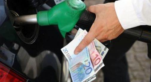 Manovra, più accise su benzina e gasolio nel 2021