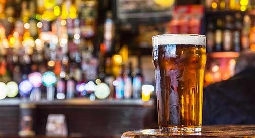 Sfonda bar per una birra