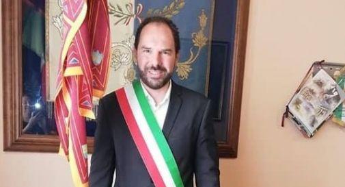Davide Bortolato con la fascia di sindaco
