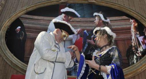 Carnevale in piazza Salotto fra maschere, musica e fotografie
