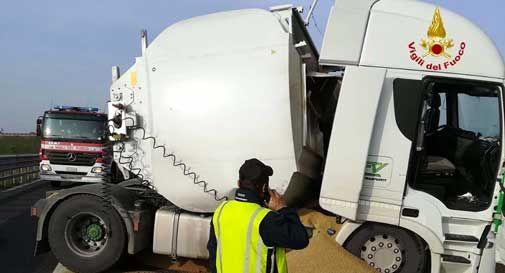 camion rovesciato san vendemiano