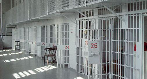 Arrestano un uomo e per sbaglio lo mettono in un carcere femminile.