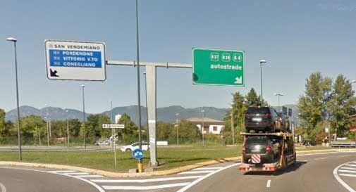 Auto contromano, frontale all'altezza del casello di Conegliano: traffico in tilt e lunghe code
