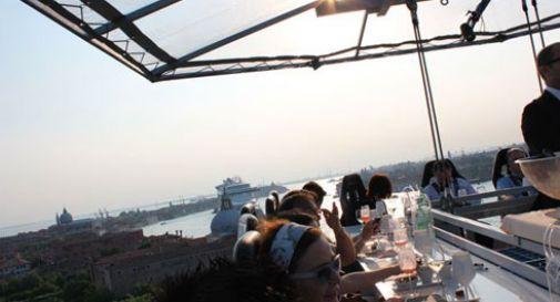 L'aperitivo a 50 metri sopra il cielo (di Venezia)