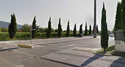 Vittorio Veneto, il parcheggio del cimitero di Ceneda resta chiuso