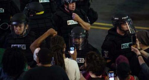 Agente uccide afroamericano, caos a Memphis