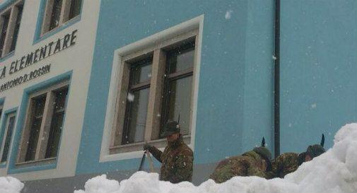 Maltempo: la neve fa crollare il tetto di una scuola