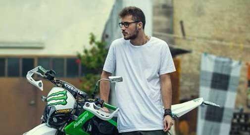 Morto a soli 19 anni nello schianto in moto, si indaga per omicidio stradale