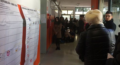 Donne in fila per il voto