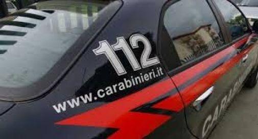 Beccato dai carabinieri mentre bruciava i rifiuti, 60enne denunciato