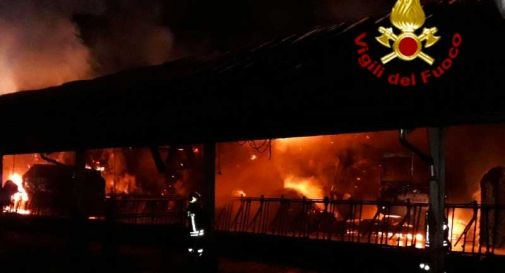 Stalla a fuoco, mega incendio a Valdobbiadene