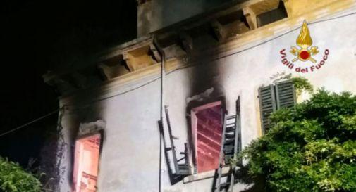 Casa a fuoco nella notte, un uomo muore, la moglie si salva