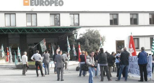 manifestazione di fronte all'ex mobilificio Europeo