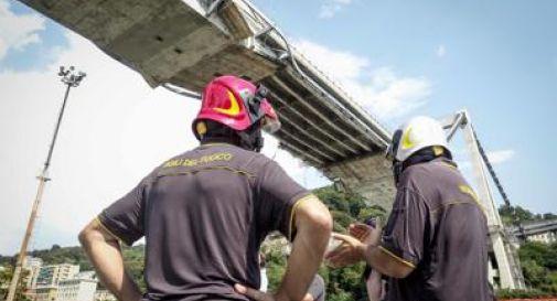 Il ponte scricchiola. Prime case agli sfollati