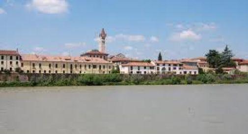 Tenta il suicidio gettandosi nell'Adige: salvata