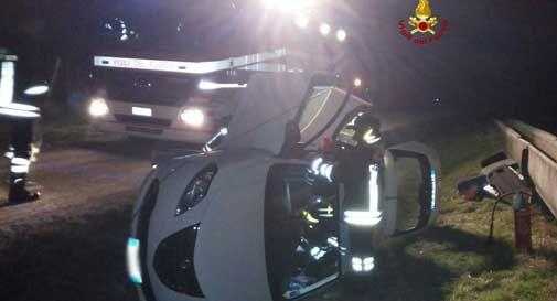 Mareno di Piave: perde il controllo dell'auto, esce di strada e si ribalta