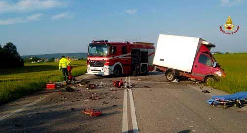 Treviso, terrificante schianto frontale tra due camion un morto e due feriti