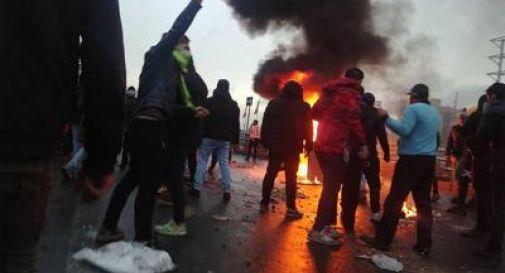 Caro benzina, almeno 90 morti nelle proteste in Iran