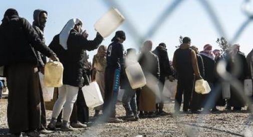 Mosul, cibo avvelenato in un campo profughi: due morti