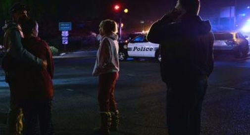 Entra in un bar e spara: 13 morti a Los Angeles